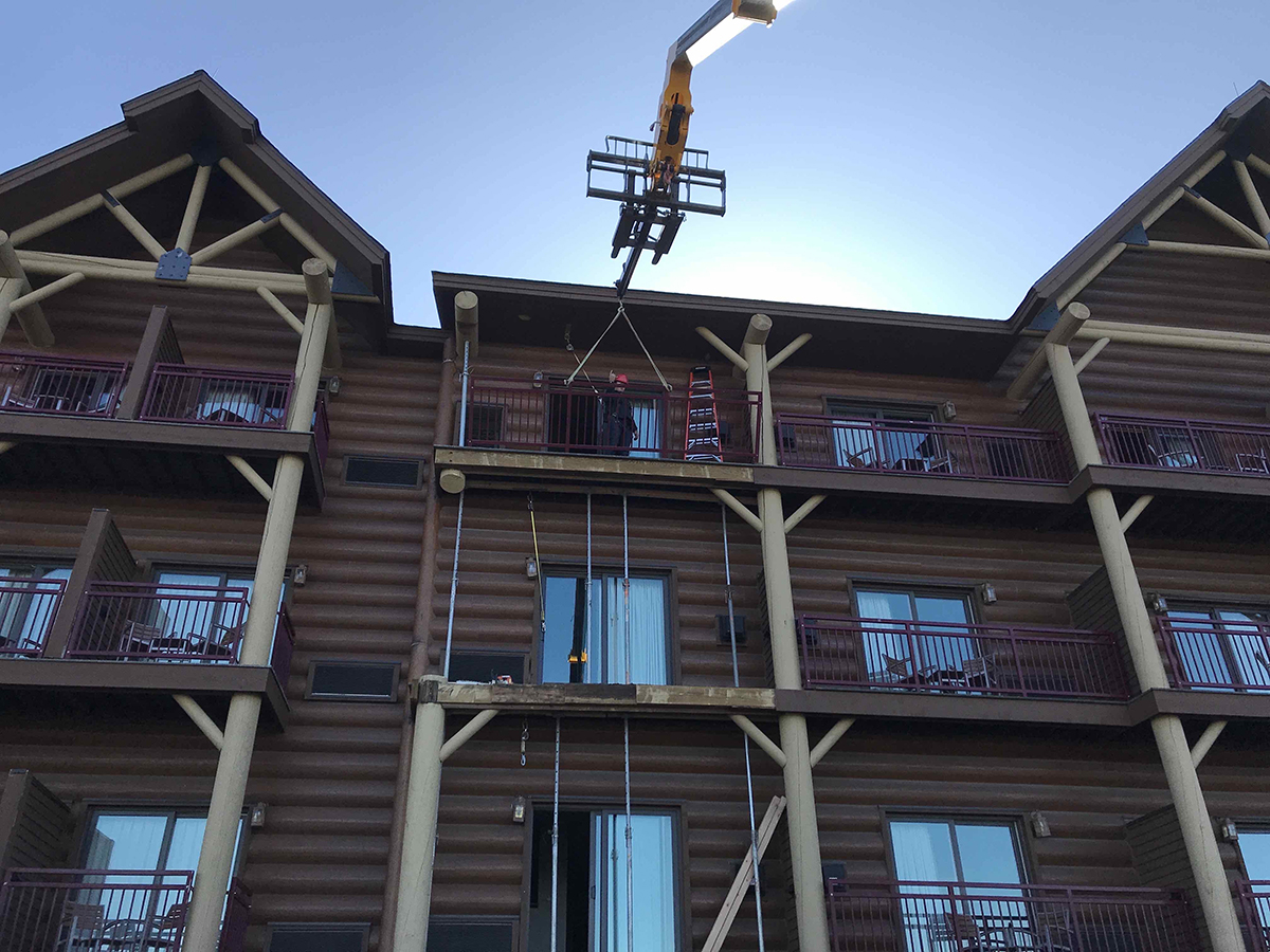 installation of new columns at Great Wolf Lodge
